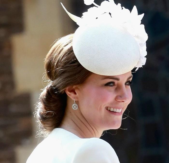 Kate Middleton: Coque Chic batizado Princesa Charlotte