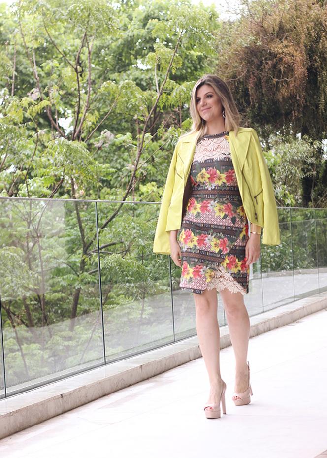Vestido floral com renda Paula Bastos3